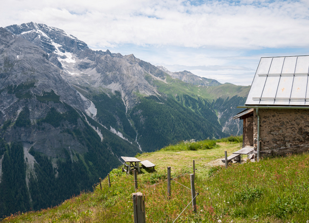 Туристам запретили фотографировать «слишком красивую» деревню в Швейцарии