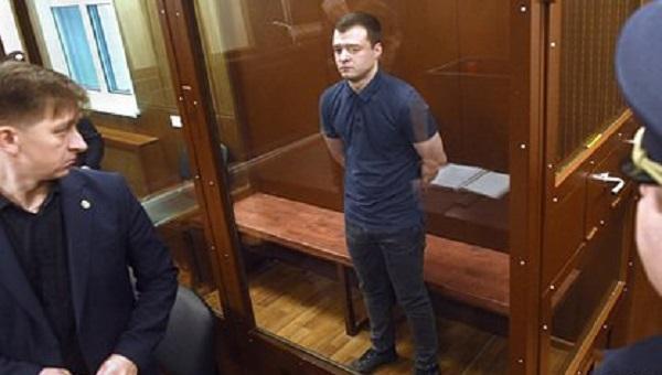 Участнику летних акций в Москве дали год колонии за толчок полицейского
