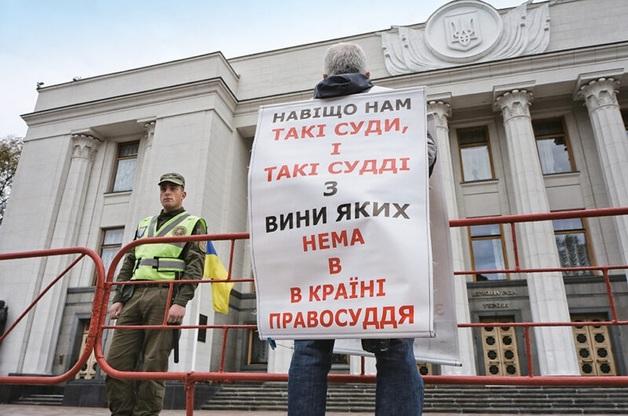 Насудили и теперь несудимы. Как скандал с «пленками» судьи Павла Вовка превращается в пшик