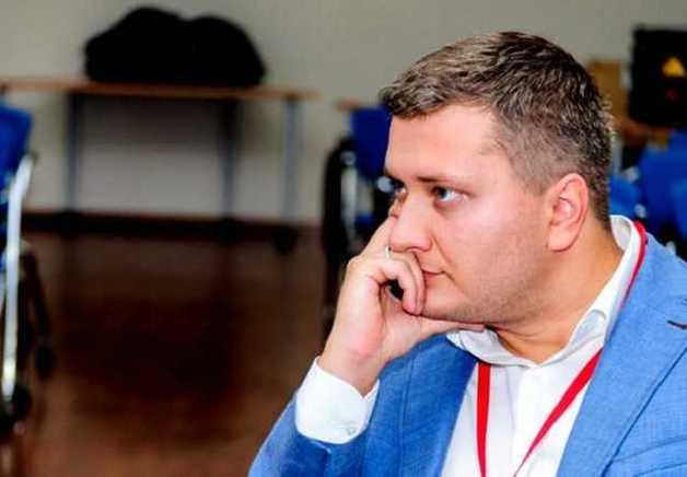Пиарщик-неудачник Григорий Маленко пытается зачисть свою криминальную биографию