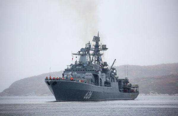 Российские корабли попали в сильнейший шторм