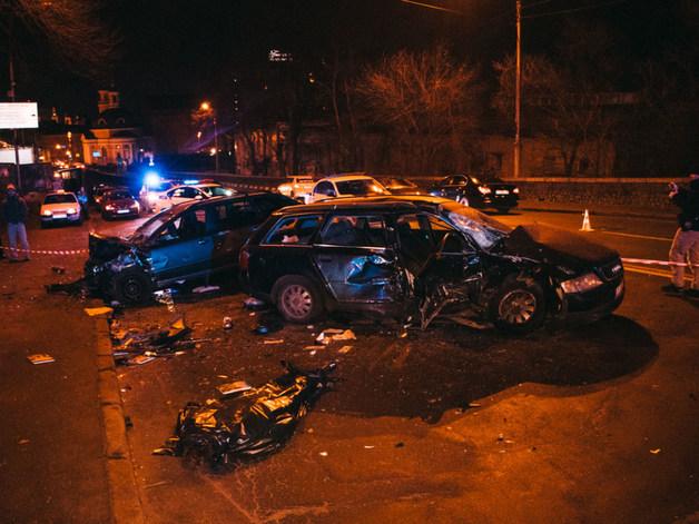 Водитель Audi превысил скорость: В Киеве на «встречке» столкнулись три автомобиля