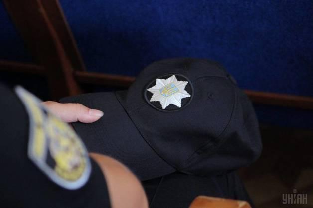 Преступники предлагали днепропетровскому полицейскому 15 тысяч долларов и ежемесячную «зарплату»