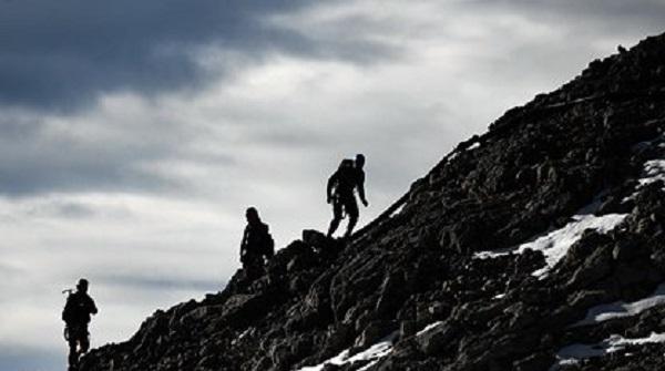 Бойцы спецназа спасли российского альпиниста после камнепада на Кавказе