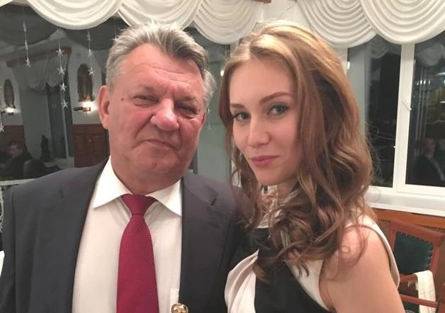 Ксения Литовченко пытается заполучить активы своего мужа обвиняемого в хищениях