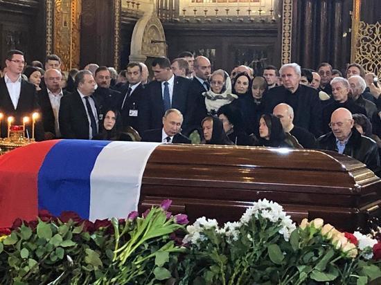 Путин обнял Батурину на прощании с Лужковым
