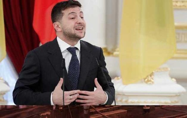 «Почему врете?» и «Кто вам платит?»: журналисты показали реакцию помощника Зеленского на вопросы о Коломойском