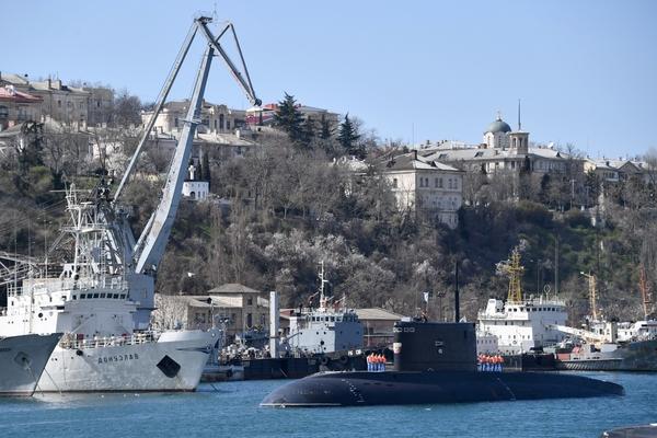 Затонувшие в Севастополе списанный плавдок и подлодку решили утилизировать