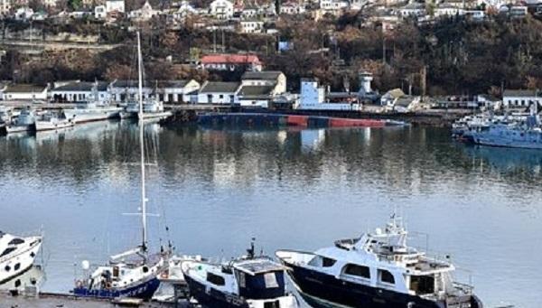 В районе затопления подлодки в Севастополе случился разлив нефтепродуктов