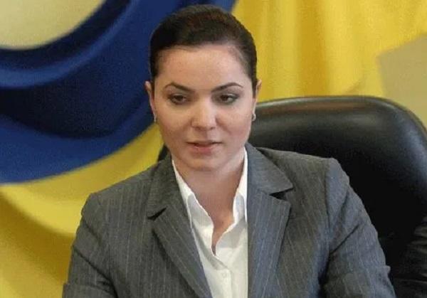 Аферистка и мошенница Ирина Зленко зачищает информацию о своих преступлениях