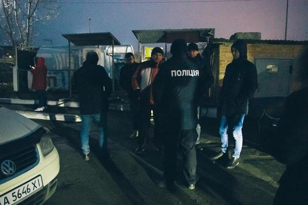Изгнанный Зеленским секретарь горсовета Борисполя блокирует с активистами снос опасной АЗС