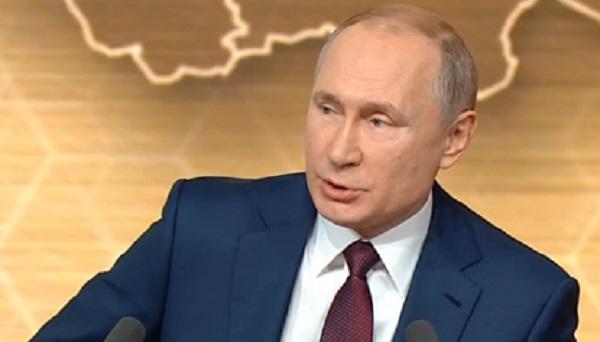 Путина попросили дать интервью по пути к машине