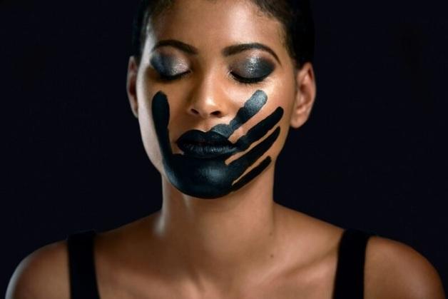 Право на защиту: почему общество осуждает девушек, переживших насилие